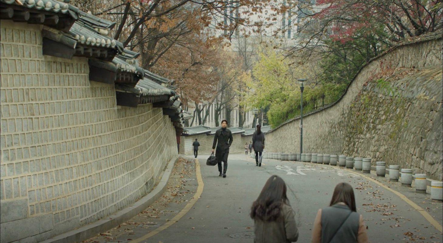 goblin-2016-17-filming-location-episode-1-deoksugung-palace-stonewall-walkway-koreandramaland-b-1458x800